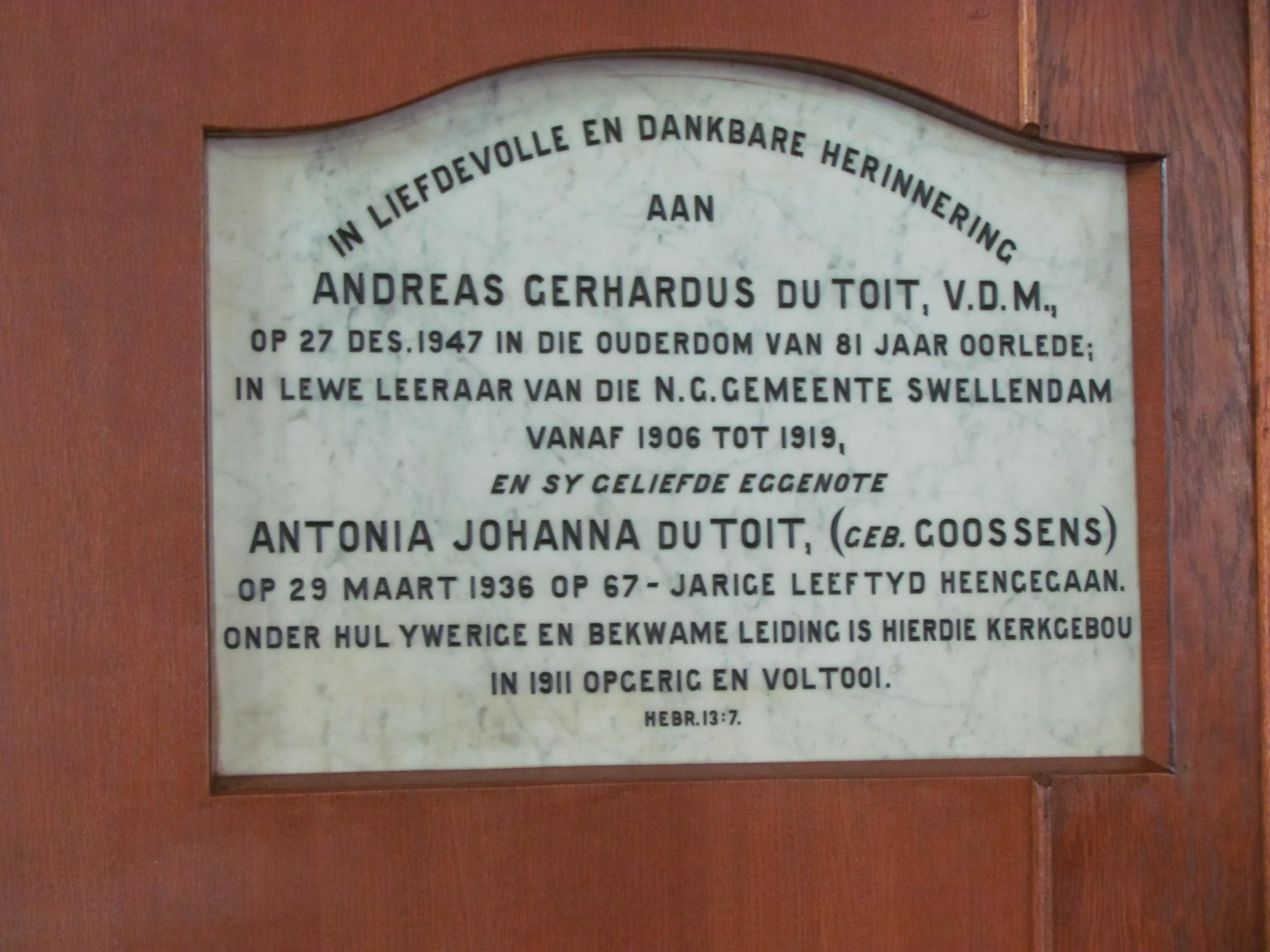 Ds. AG du Toit het die hoeksteen van die nuwe kerkgebou in 1911 gelê