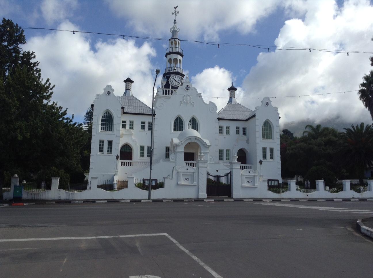 NG Kerk van oorkant die hoofstraat